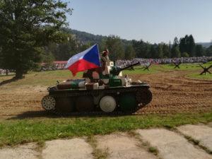 TESLA podporuje Tankový den Lešany foto 2